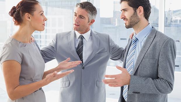 「你是男人,讓她一下不就沒事了」你想過「禮讓」是一種隱形的性別歧視嗎?
