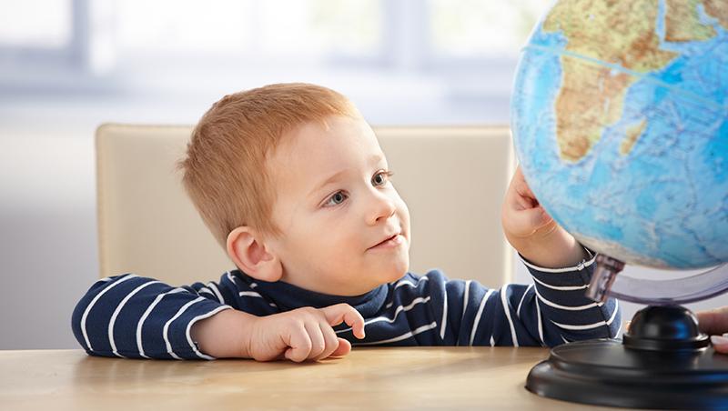 減少吃奶瓶的次數、讓小孩攀爬、玩想像遊戲...以色列幼教這樣教出快樂自信、做自己的小孩