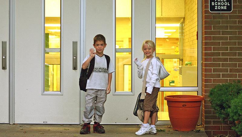 小一老師強烈建議家長不要接送小孩!瑞士教養學:自己上學,是培養獨立的第一步