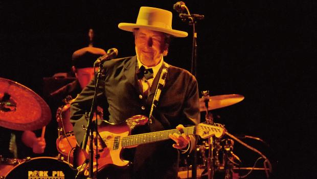 「Bob Dylan 聲音很爛,口齒也不清…」
