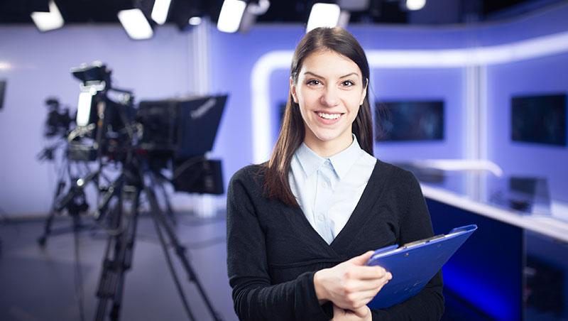 PTT表特版美女當主播》同事都討厭她,為什麼主管特別愛?3個視角看職場叢林規則