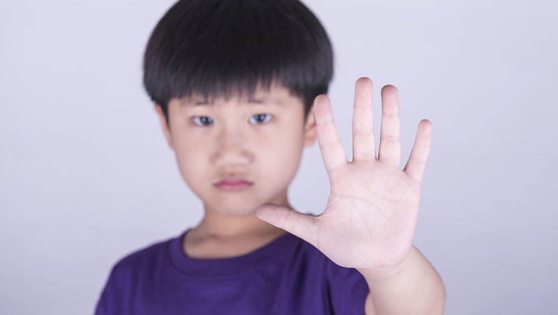 隔壁同學老是借筆、橡皮擦...別讓小孩當「濫好人」,請教他「做一次壞人」的勇氣