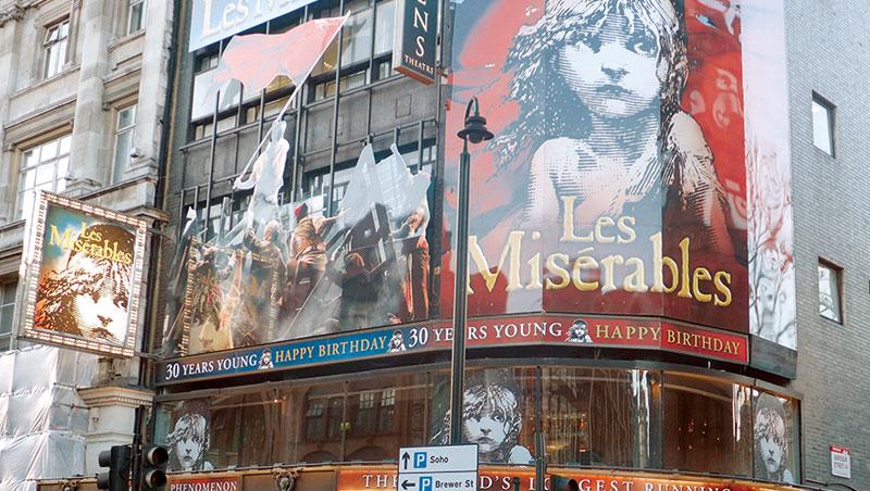 倫敦的《悲慘世界》遷移到較小的Queen劇院演出,還濃縮、刪減部分內容,令人唏噓。