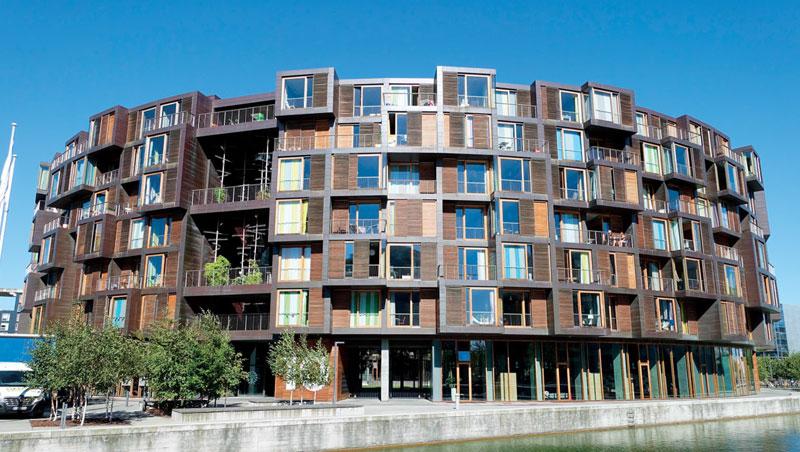 北歐丹麥哥本哈根大學的宿舍,一座類似圓樓的建築,卻有著令人著迷的生活空間,圓樓般的宿舍建築塑造出一種內聚的院落空間感,讓整個宿舍的居住者就有如是在一個大家庭裡。