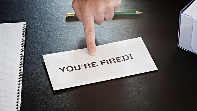 老闆討厭我...應該等著被裁員拿資遣費、還是帶著不值錢的自尊「自願離職」?
