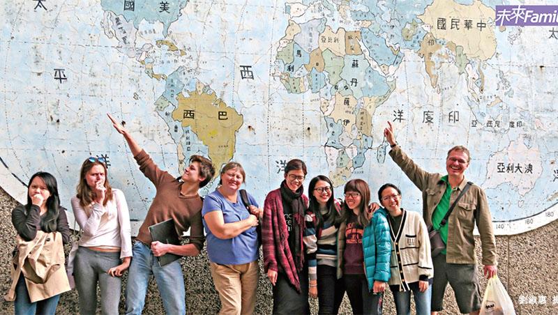 老師的視野決定學生的眼界!台南後甲國中「把世界帶進教室」:邀請30個國家背包客到校分享