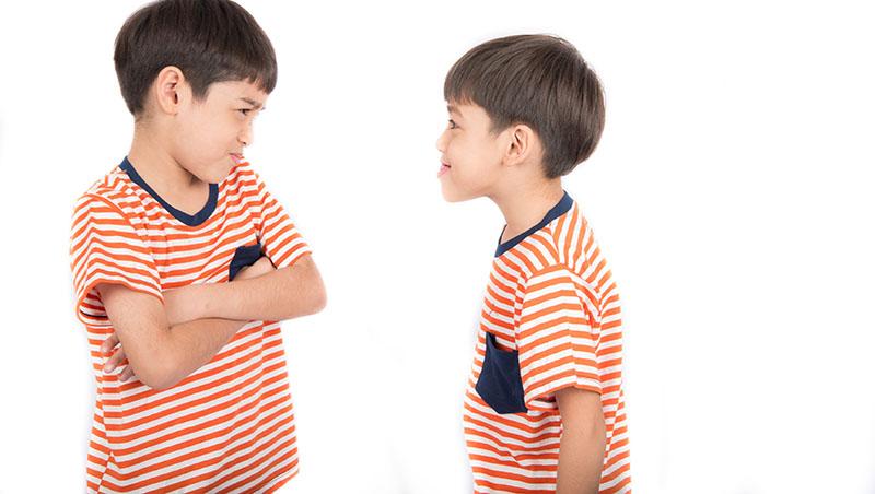 家長擔心讚美太多,小孩就沒競爭力...難怪亞洲小孩必須「踩著別人的頭」才覺得自己成功