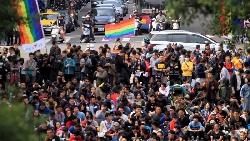 民調直直落 法案變炸彈 蔡英文還有救嗎?