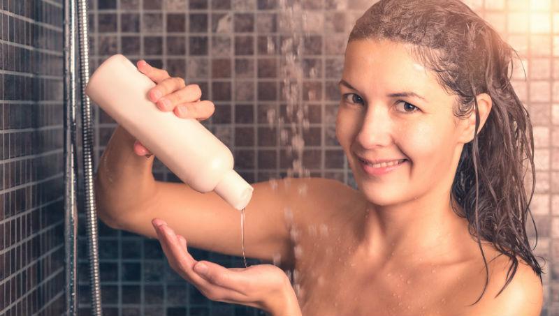 現在年輕人都這樣嗎》洗髮精用完了,壓頭按再多次都出不來...這時你會怎麼做?