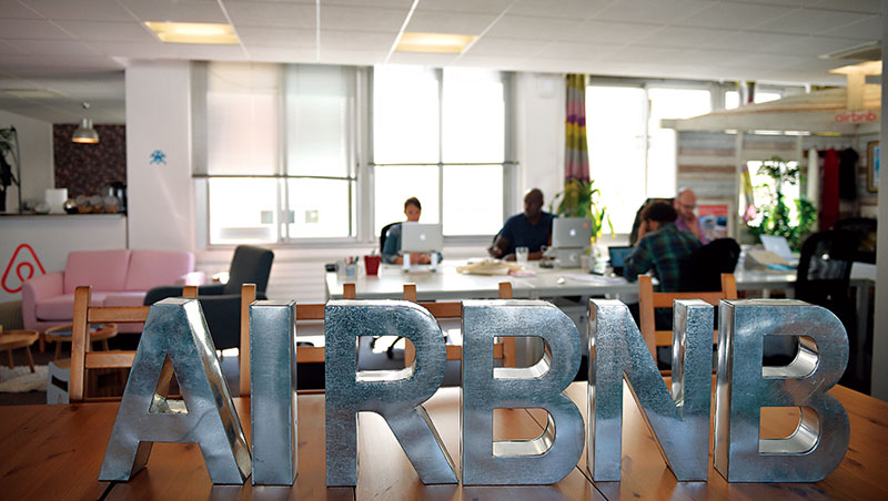 Airbnb 近期受種族議題困擾,導入區塊鏈可全員共管線上信用紀錄,讓惡搞行為難以為繼。