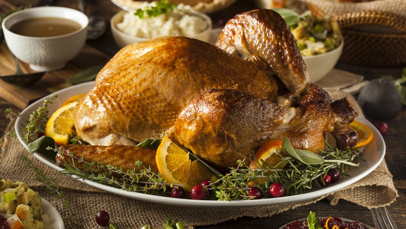 感恩節學多益片語:職場中聽到talk turkey跟火雞大餐沒關係,而是指...