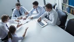 一個早餐的故事看辦公室哲學:「不負責任」不是不做,而是裝忙擺爛讓你沒輒