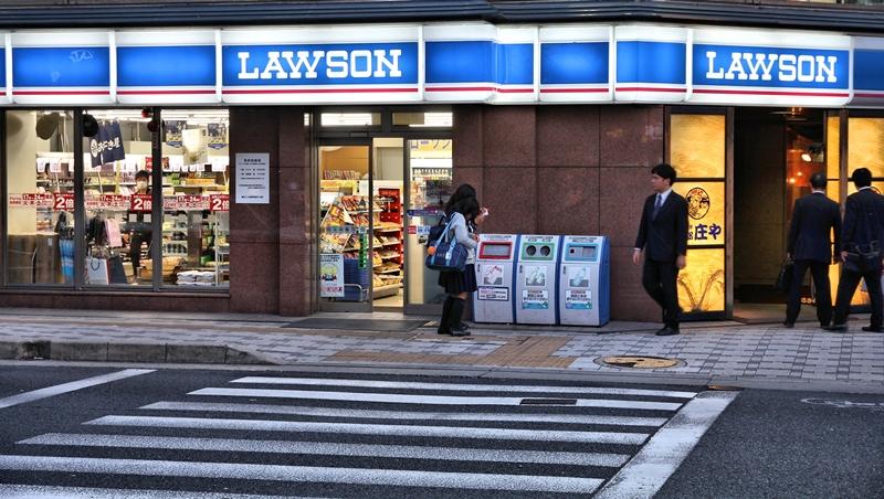 有影片》日本超商引進「全自動自助收銀機」,結帳、裝袋瞬間完成