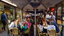 指考英文26分、看不懂招牌...一個台灣女孩勇闖澳洲餐廳打工,證明練英文「開口說就對了」