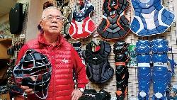 台灣農夫40歲轉行 變身美國職棒護具王