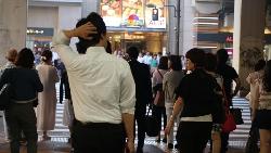 UNIQLO結帳怕收錯錢、連端盤子都被嫌老...堅持做一件事,他30歲不用面試就到日本工作