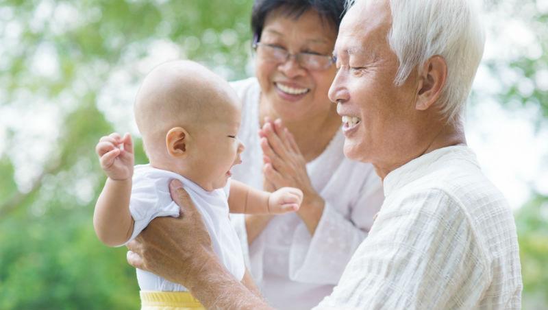 婚姻是兩個人的事,為何坐月子要找爸媽幫忙?一個中國人妻在瑞典,3件事看華人不如西方人獨立
