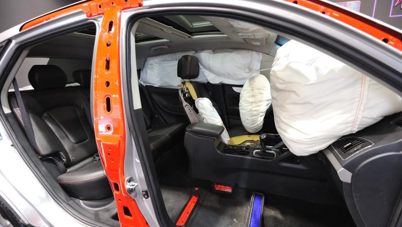 國產車商不願說的秘密》一個氣憤的車主:為何車側氣囊不能選配?防打滑也不是基本配備?