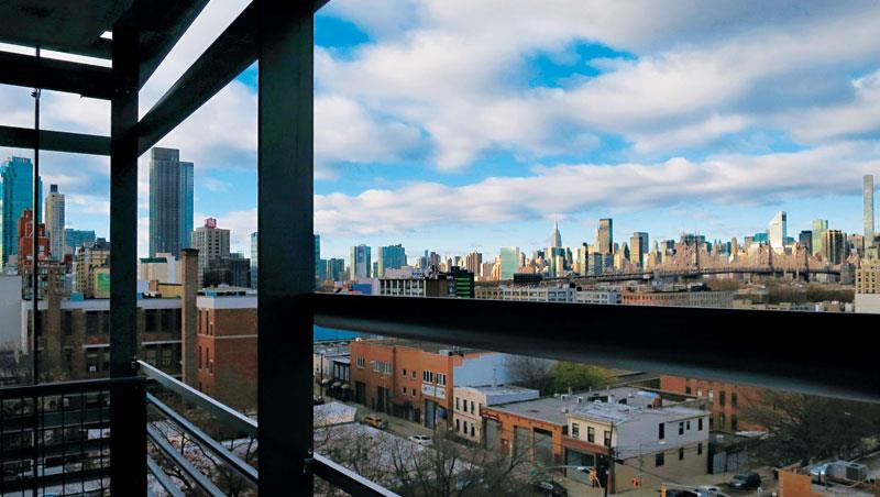 房間一定要選觀望曼哈頓的方向,可以清楚看見許多著名標的大樓。