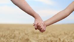 國中談戀愛太早?一個母親看14歲女兒的愛情:年輕修習失戀學分,成本最低!