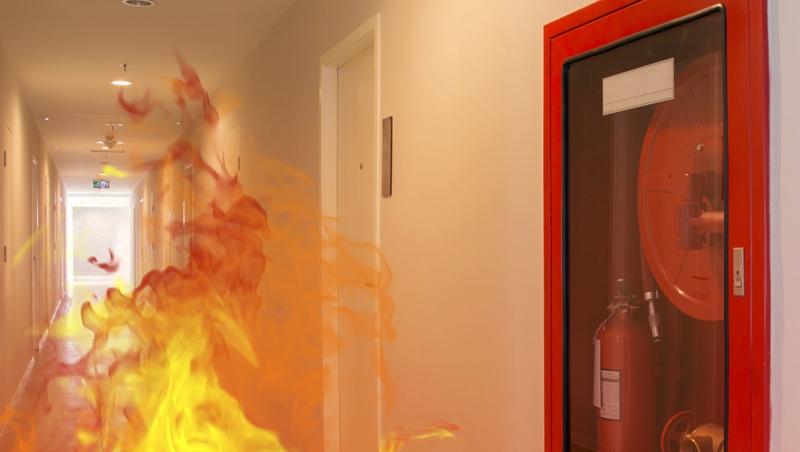 浴室有水能滅火、沖身體、濕毛巾堵門縫?錯!3個原因,遇到火災千萬不能「躲浴室」