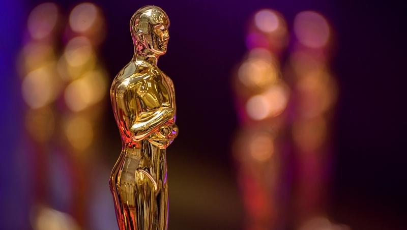 奧斯卡將登場》這部經典愛情電影奪冠!回顧25年來「最佳影片」,網友最愛的10部電影是...