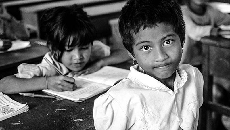 這世上,沒有不含痛的愛》到柬埔寨當志工,70歲還不想退休,只為了讓孩子有豆漿喝...