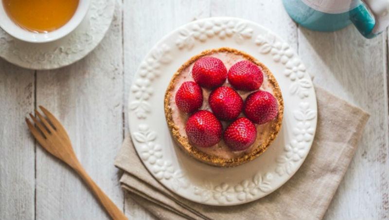 草莓季來了~人妻傳授:用「一指神功」,做出五星級甜點「草莓起司蛋糕」