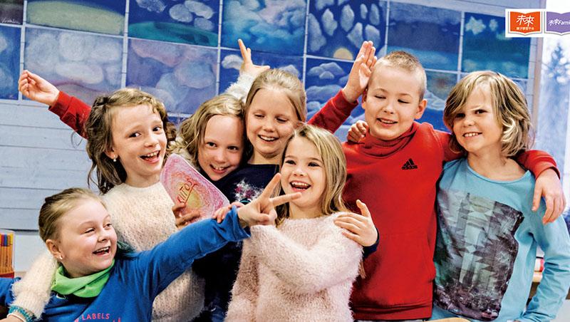 老師帶小學生玩平板遊戲、創造角色...芬蘭教改:孩子愛上學,才是教改重點!