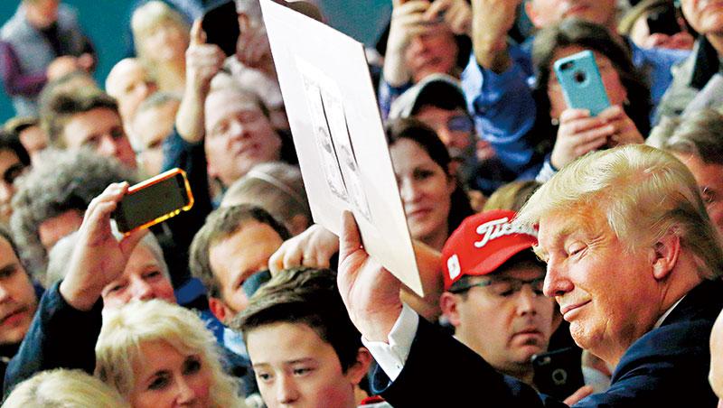 川普親筆簽名美鈔,是支持者眼中的逸品;被川普嫌太強的美元,則成了將熱錢趕向亞股的引擎。