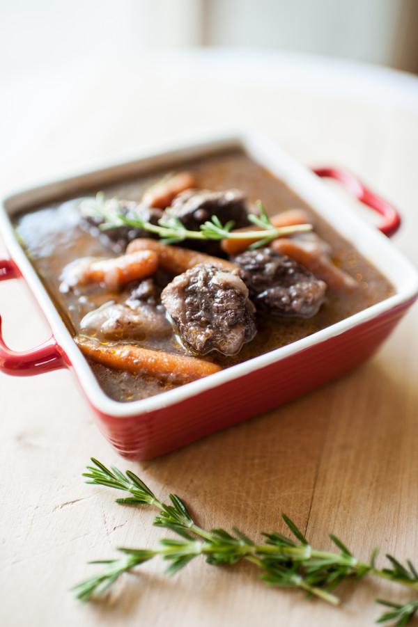 懶人一鍋料理》加一匙這個醬更快入味!人妻傳授:「紅酒燉牛肉」好吃祕訣