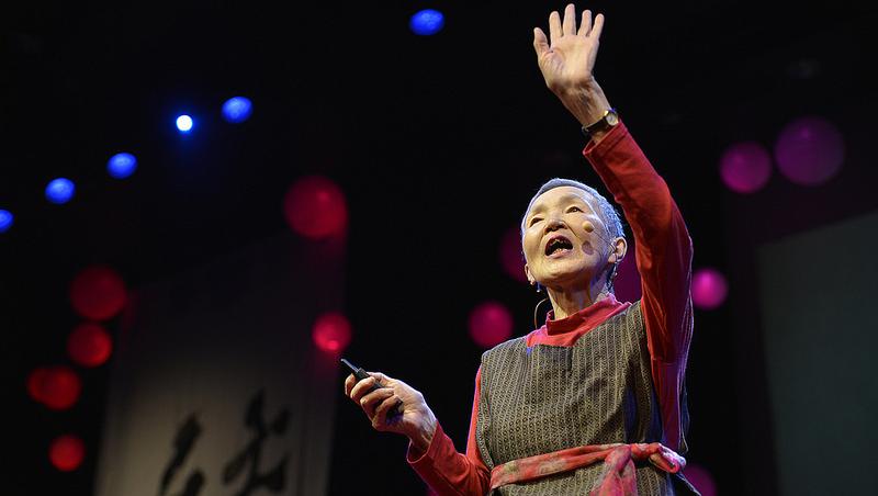TED也邀約!20年前退休對無法社交感到苦惱,買電腦花3個月上手;20年後她81歲成功開發遊戲App
