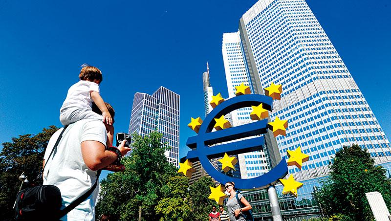 雖然脫歐談判可能會拖上2年,金融業卻無法等這麼久,據傳許多設點在倫敦的業者將在3個月內拍板最終去處。