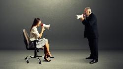 不把人才當人看》業務大將心冷辭職,竟被總經理酸:40歲又沒男友!一年後,公司大客戶全跑光