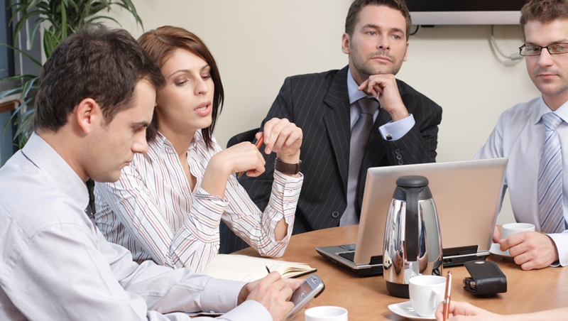 主管說是「合作」,屬下卻認為是「競爭」.....職場上,4件常遇到卻只能吞下的悶虧