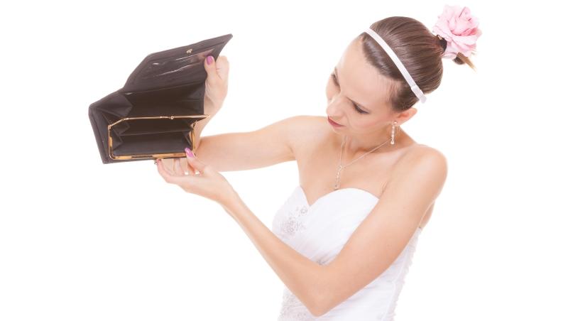 給堅持拍婚紗照、五星飯店辦婚宴的女生:結婚多花1百萬,退休時會少掉1千萬