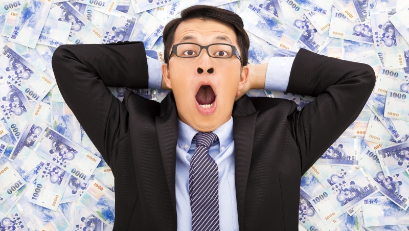8年8800億搞基礎建設...台灣政府就像購物狂,「刷爆信用卡」去救經濟,合理嗎?