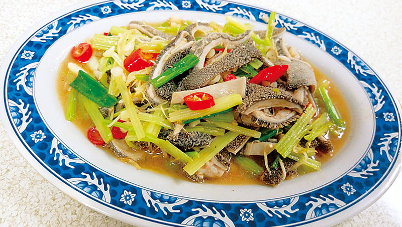 那些隨著溪湖鄉親引薦,遠自台灣各地前來的忠實吃客,都是衝著楊家土產羊肉爐而來。