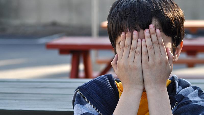 小孩被欺負怎麼辦?職能治療師:比起叫他跟老師講,不如讓他背下「這句話」