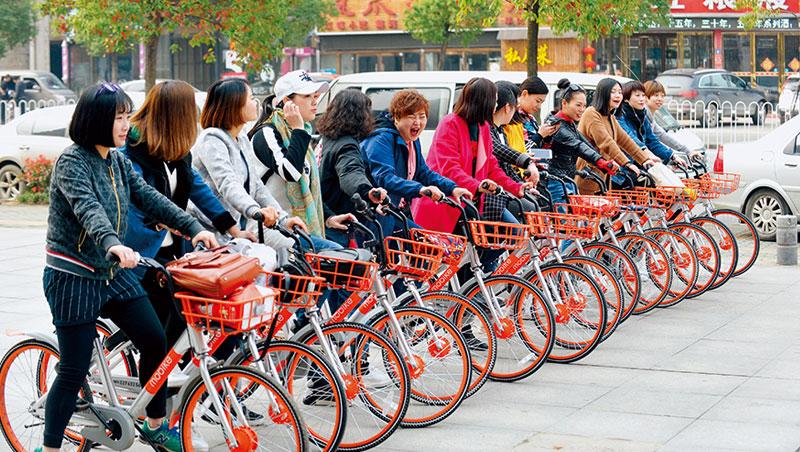 不僅中國沿海城市吹起共享單車狂潮,由富士康注資的摩拜單車,在武漢等內陸城市現在也看得到。