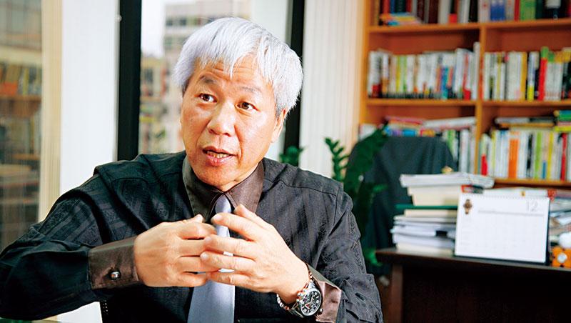 城邦出版集團首席執行官何飛鵬,呼籲蔡總統要能比目前方案更跨大步。