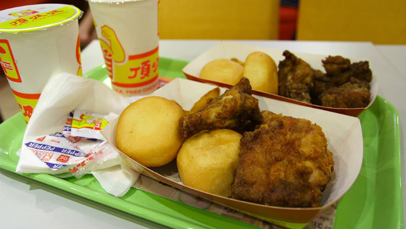 「驚!糯米竟然可以包在雞皮裡」老外:原本我最愛麥當勞,吃一口這個後...真好吃!