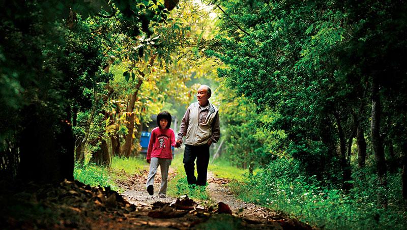 吳晟,1944 年出生,屏東農專畢業,55 歲從國中教師退休,亦為台灣鄉土作家。