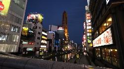 高薪律師工作不幹,跑去日本藥妝店打工...一個台灣女孩在唐吉訶德看到的日本黑暗面