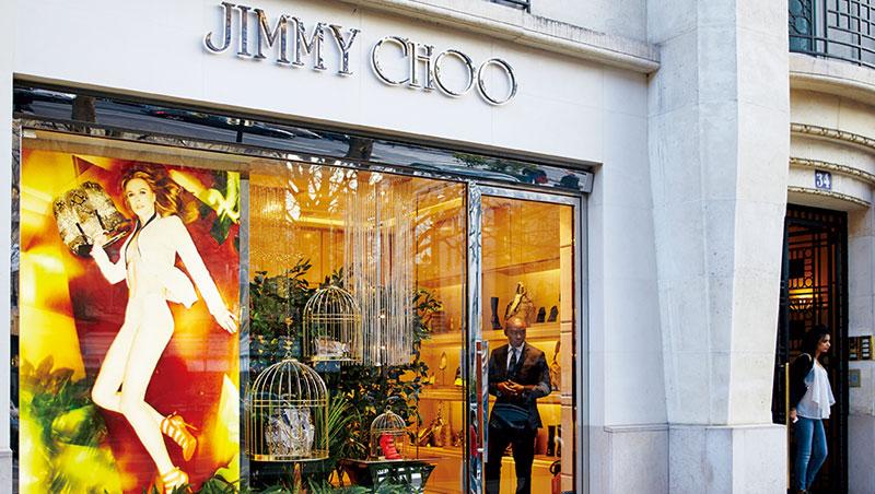 少了創業搭檔的Jimmy Choo漸失人氣,幾年前時尚迷在紐約第五大道搭帳棚排隊搶購的景象已不復見。
