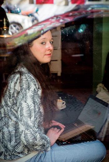 三十歲的舒華茲(Karolin Schwarz)舉例,盜用照片的案例也發生在瑞典、倫敦恐攻之後