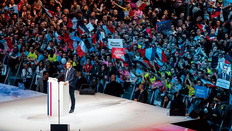 成立政黨不過一年,三十九歲的馬克宏(Emmanuel Macron)將是拿破崙後最年輕的法國領導人、近六十年來第一位非傳統大黨的總統。