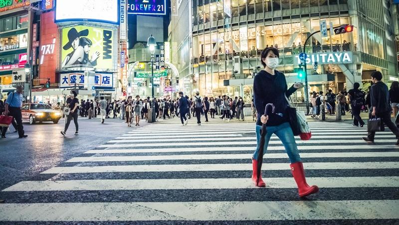 從「世界最難申請」到「世界最快」!日本大搶外國人才,住滿1年就能拿永久居留權