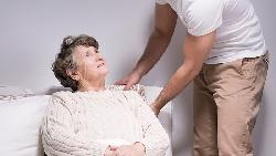 「我差點殺了久病的母親...」離職照護雙親:最大的不幸,是你以為苦守病榻才是孝順