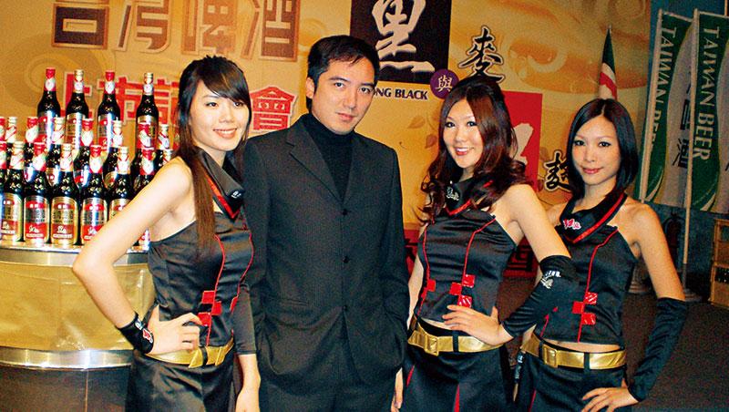瓦特爾行銷總經理 林敏榮(左2)